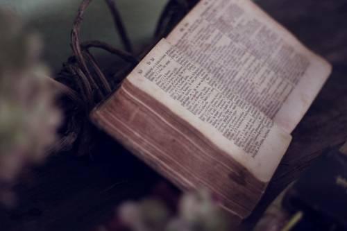 """Charles Baudelaire """"Gott ist das einzige Wesen, das, um zu herrschen, nicht selbst zu existieren braucht."""""""