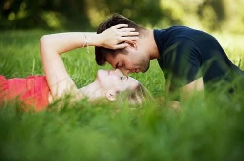 Liebesgedichte – Einen zärtlichen Kuss