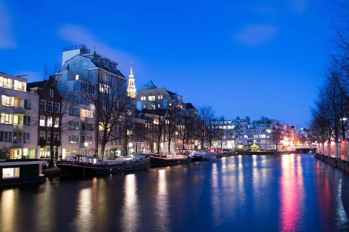 Die Flitterwochen in Amsterdam in den Niederlanden genießen