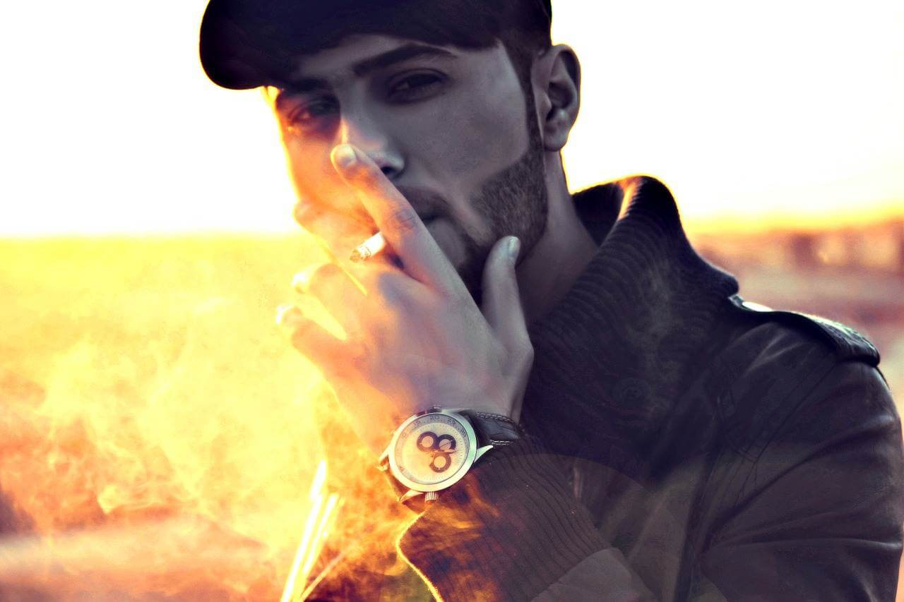 Gedichte über Liebe und Leben - Ich sitze rauchend in meinem Zimmer