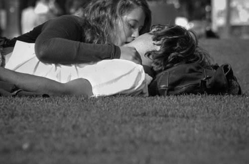 Liebesgedichte – Dank deinem Kusses ganz allein