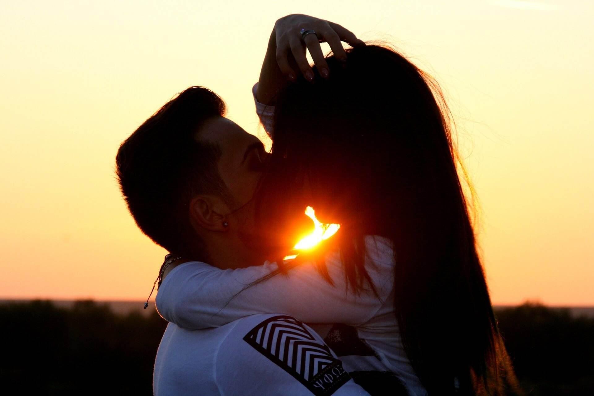couple-1008701_1920