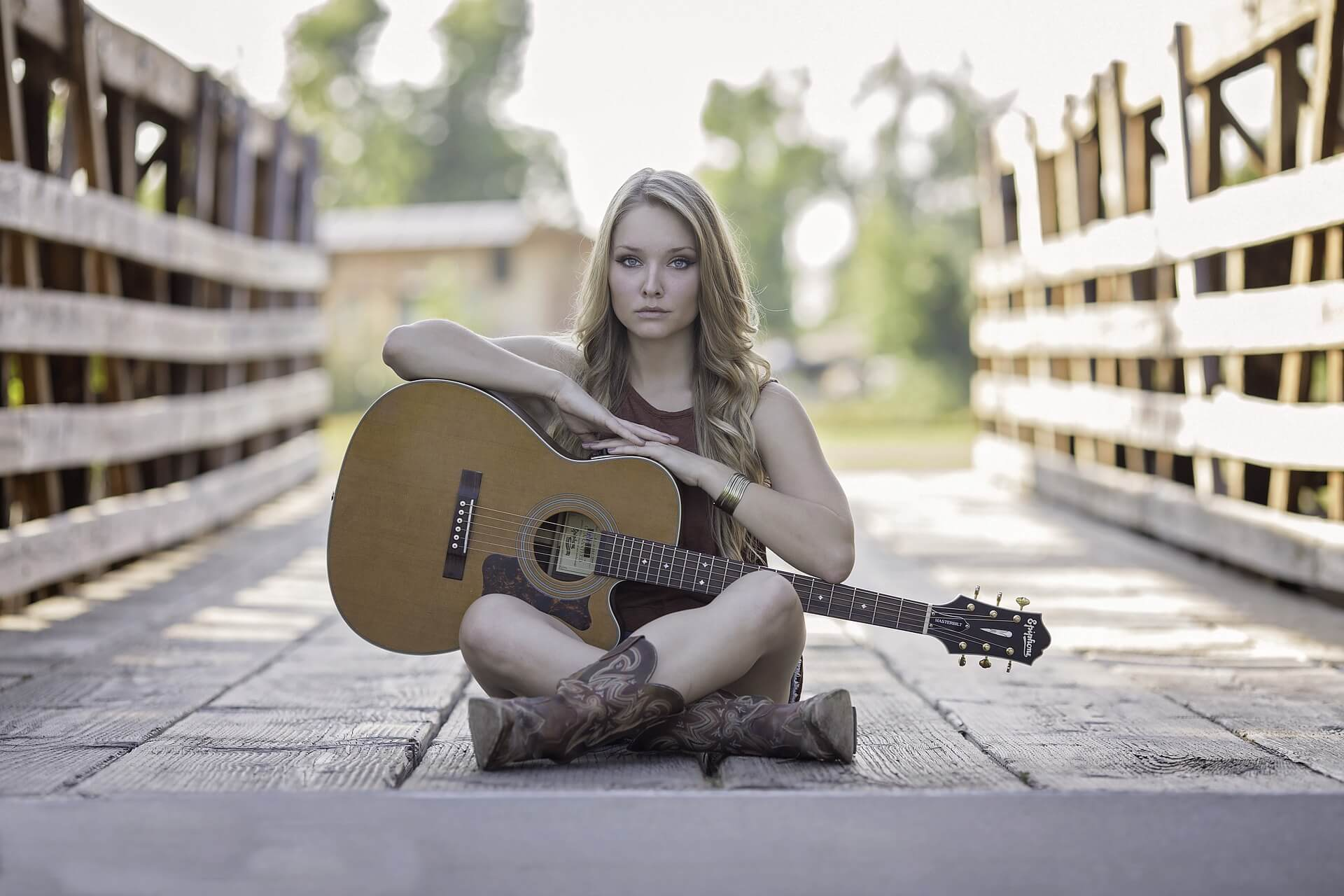 guitar-944261_1920