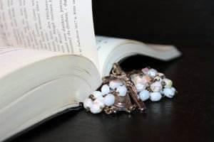 Gedichte von Liebe & Leben - Liebesleben von Emanuel Geibel rosary-1215116_1920-300x200 Gedichte von Liebe & Leben - Liebesleben von Emanuel Geibel rosary 1215116 1920