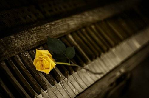 piano-1239729_1280