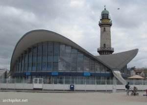 """Architektonisch bedeutender """"Teepott"""" in Warnemünde"""